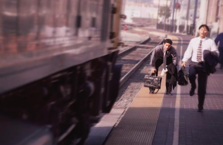 того, флаттершай картинка человек опаздывает на поезд несколько лет